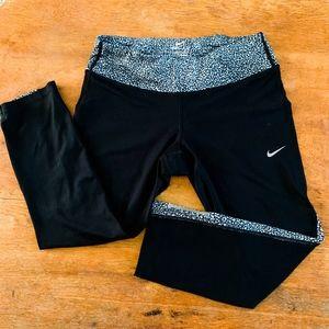 Nike Dri-Fit Crop Leggings with Zipper Pocket - M